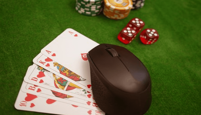 Communicating at an Online Casino